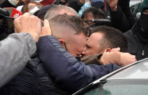 """Picchiati e umiliati in carcere: i pescatori """"smontano""""Conte"""