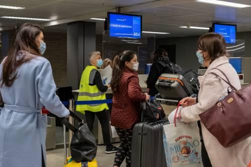 """Italiani bloccati a Londra, in aeroporto per le feste. """"Farnesina immobile"""""""