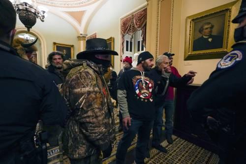I fan di Trump fanno irruzione al Congresso Usa 12