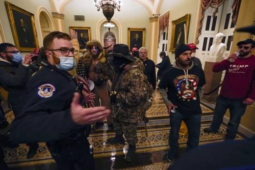 I fan di Trump fanno irruzione al Congresso Usa 18