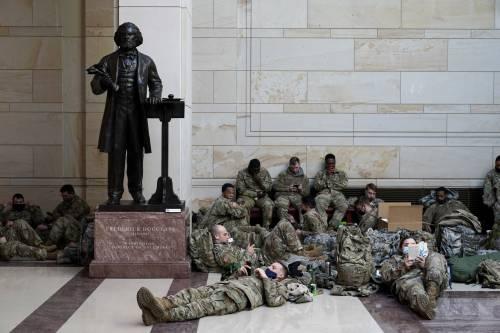 """I vertici militari mettono in guardia le forze armate: """"Niente ribellioni"""""""