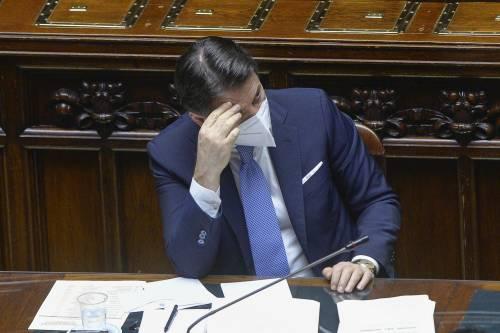 """Conte invoca i costruttori, il coro dal centrodestra: """"Mastella! Mastella!"""""""