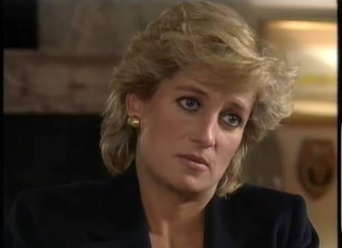 Niente pace per Lady Diana. Ora litigano per i suoi abiti