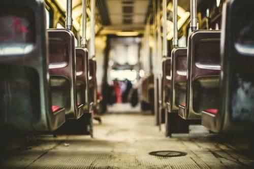 Fa la rapina sull'autobus E accade l'impensabile: ammazzato dai passeggeri