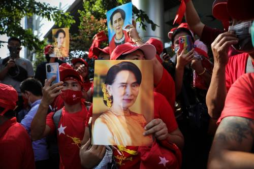 Myanmar, imposta la legge marziale per fermare la marea pro-San Suu Kyi