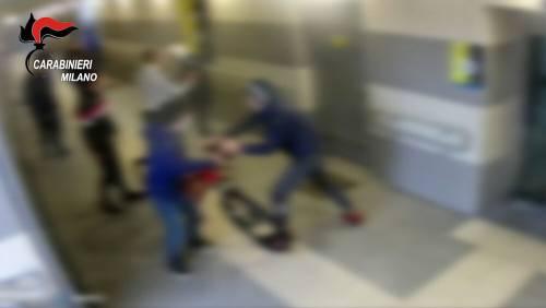 Sgrida il compagno in Dad: in 9 lo massacrano di botte