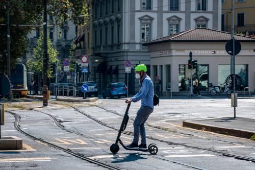 Monopattini fuori controllo. Ieri altri due incidenti in corso Buenos Aires