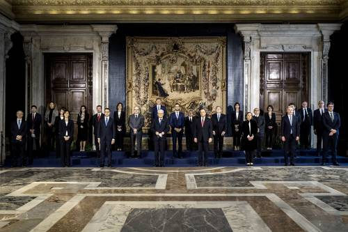 Blu e nero: ministri uniti dall'eleganza Svettano Cartabia, Carfagna e Gelmini