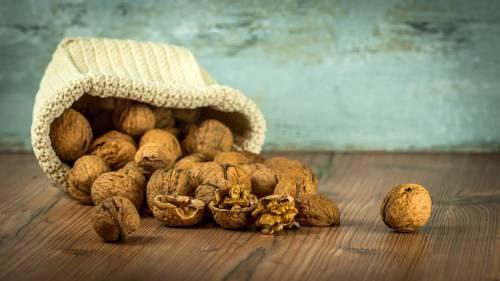 Noci, proprietà e benefici del frutto amico del cuore