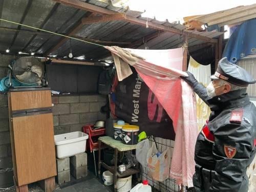 Extracomunitari vivevano nelle baracche pagando l'affitto a un italiano