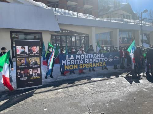 """""""La montagna merita rispetto, non Speranza"""". La protesta dei giovani di Fdi"""