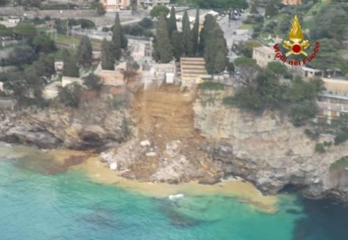 Frana su cimitero di Camogli, bare in mare 2