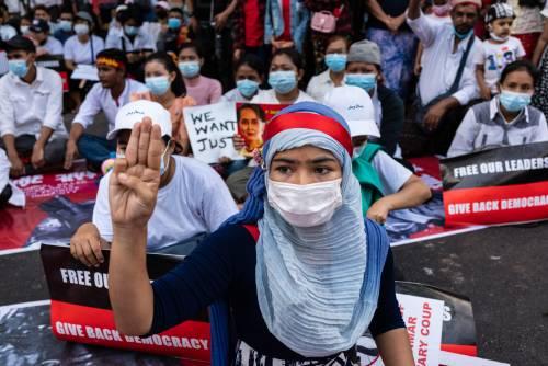 """Rischio Tienanmen birmana. """"Chi va in piazza può morire"""""""