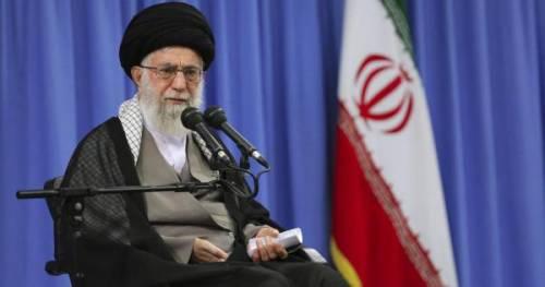 """Khamenei tuona: """"Anche i personaggi femminili dei cartoni devono portare l'hijab"""""""