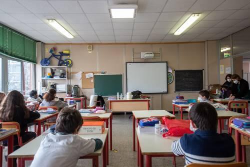 Verso le scuole chiuse anche in zona gialla o arancio: le condizioni per la stretta