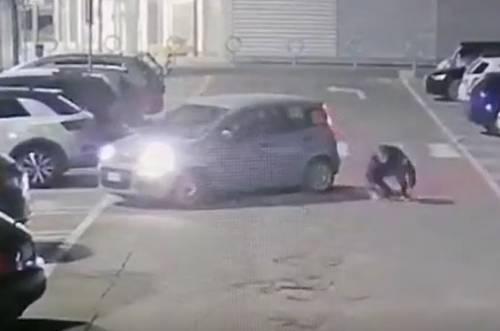 Simulava incidenti nei parcheggi per farsi risarcire. Incastrato dalle telecamere