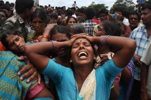 India, padre uccide la figlia e va a costituirsi camminando con in mano la testa di lei