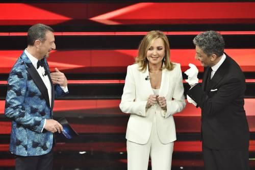 Sanremo, Barbara Palombelli sul palco in bianco