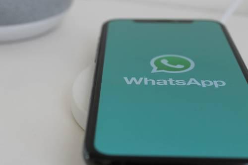 Altra truffa su WhatsApp: con un trucco ti svuotano il conto