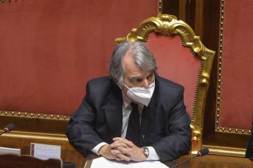 """Berlusconi approva il nuovo piano vaccini: """"Ora serve accelerare"""""""