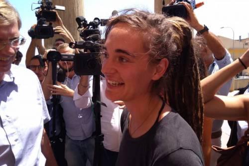 Sbarchi, appello per l'Ong indagata: tra i firmatari c'è anche la Rackete