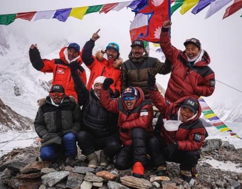 La storica impresa degli sherpa sul K2 nel gelo invernale