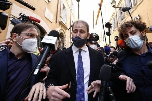 Ora Casaleggio scarica i peones querelati: pagatevi i legali, soldi solo per Crimi e Grillo