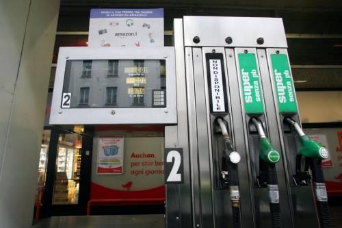 Carburanti, nuova stangata: ecco il costo per una famiglia