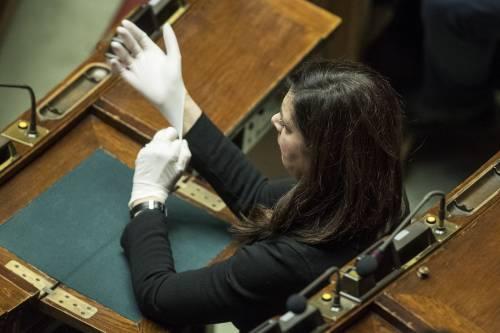 """""""Ritardi col Caf"""", """"Ci metti 10 mesi?"""": ora è rissa tra la Lucarelli e la Boldrini"""