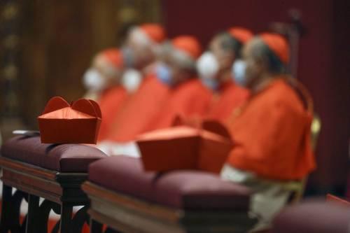 Il piatto vaticano piange. E il Papa adesso taglia gli stipendi ai cardinali