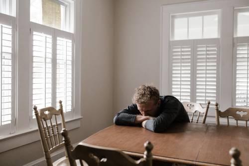 Depressione, dolori al torace e rischio ictus. Chi guarisce dal virus non esce dall'incubo
