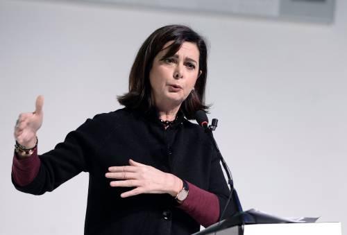 L'ultimo delirio della Boldrini: per difendersi raschia il fondo