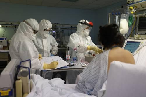 """""""Polmonite gravissima, servirebbe un miracolo"""". Così è stata contagiata da un no vax"""