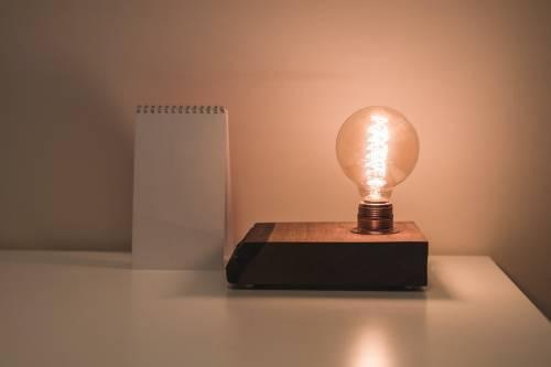 Bollette, prezzi di luce e gas su del 4%