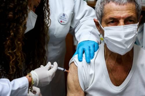 Chi si vaccina è contagioso? Ecco cosa dicono gli studi