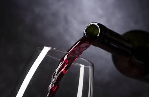 Dopo le larve arriva il vino annacquato: ecco l'ultima follia dell'Ue