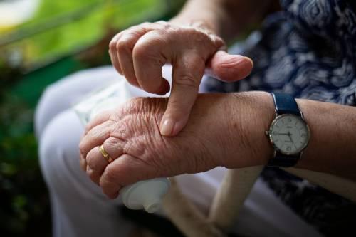 Artrite reumatoide: insorgenza, sintomi e rimedi