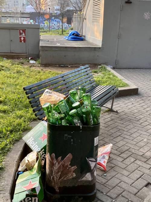 Senzatetto a Milano, nei pressi della stazione di Porta Garibaldi 3