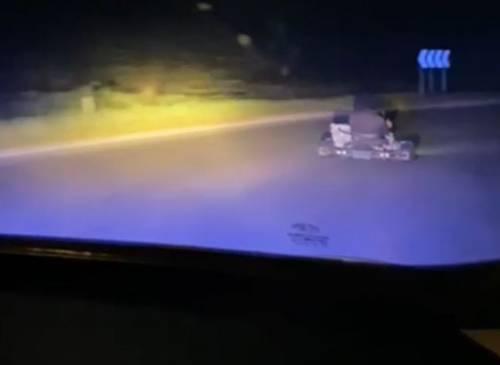 Fuga col go-kart: tra poliziotti e fuggitivo inseguimento a 150 km/h