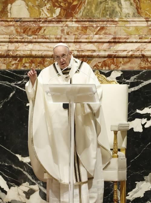 """""""Papa ferito dal no del Vaticano alle benedizioni per le coppie omosex"""""""
