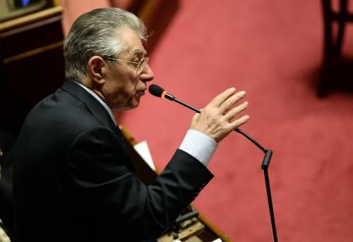 Il ritorno di Bossi a Roma sui banchi del Senato metafora del popolo del Nord che resiste
