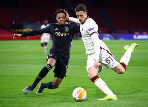 Il bruttissimo gesto del raccattapalle che segna Ajax-Roma