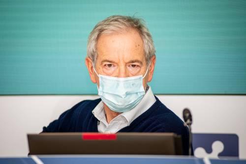 """Vaccini, serve una """"calmata"""". Il governo frena la Lombardia"""