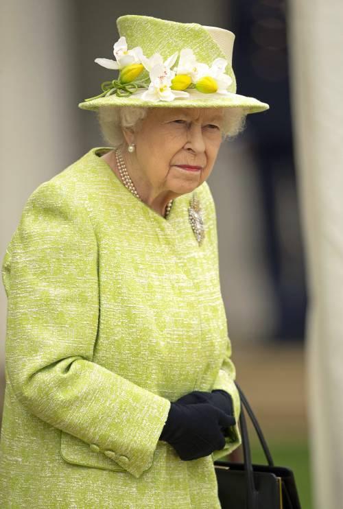 Perché la regina Elisabetta non ritira i titoli del principe Andrea?