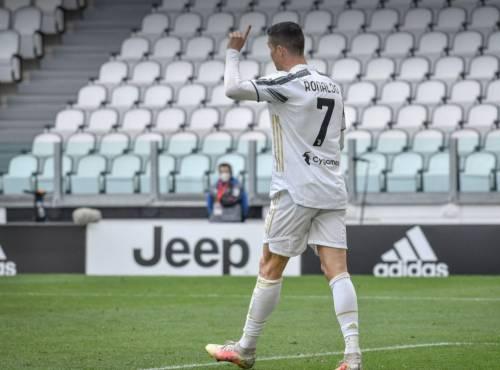 """""""Getta la maglia della Juventus"""". Ecco la verità sul gesto di Cr7"""