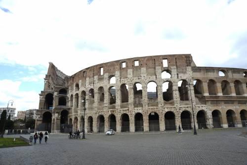 """Il video di Roma col colosseo """"sbagliato"""". E il fuoco amico del Pd impallina la Raggi"""