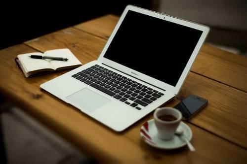 Lavorare da soli ma condividere la pausa caffè