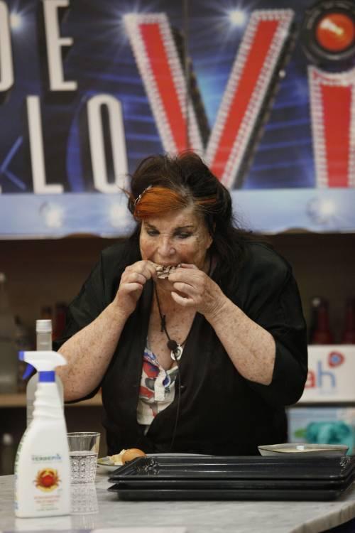 """Patrizia De Blanck in tv senza un dente: """"L'ho perso addentando un biscotto"""""""
