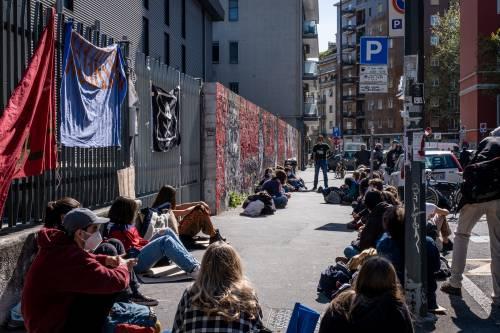 """Protesta dei prof: """"Test e sicurezza. Così noi a rischio"""""""