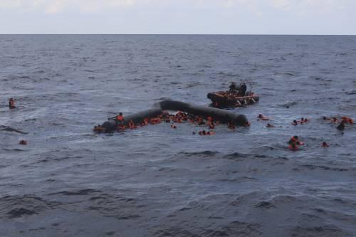 Cambiano le rotte dei migranti: cosa c'è dietro il boom di sbarchi